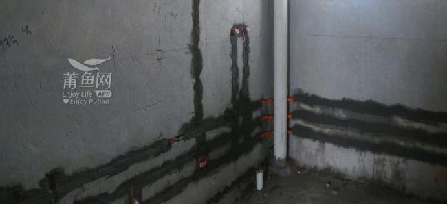 卫生间水管翻墙走,水电装修施工现新工艺?!